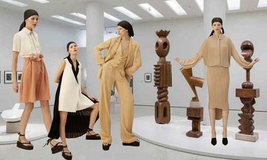 Vickteeru - 雕塑与女人